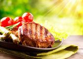 Grilovaný hovězí biftek maso — Stock fotografie