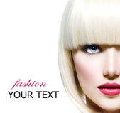 Mode stijlvolle schoonheid portret. mooi meisje gezicht close-up — Stockfoto