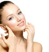 美丽的年轻女子,与新鲜清洁皮肤的肖像 — 图库照片