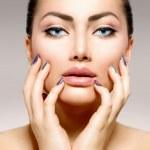 Beauty Portrait. Beautiful Spa Woman Touching her Face — Stock Photo