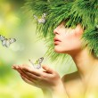 Spring Woman. Summer Girl with Grass Hair and Green Makeup — Stock Photo