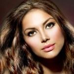 Beauty Model Girl. Healthy and Shiny Hair — Stock Photo #29985497