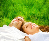 Happy Smiling Couple Relaxing on Green Grass. Park — Stock Photo