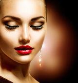 Piękna kobieta z idealny makijaż — Zdjęcie stockowe