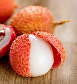 Lychee on a wooden table. Lichi Closeup. Selective focus — Stock Photo