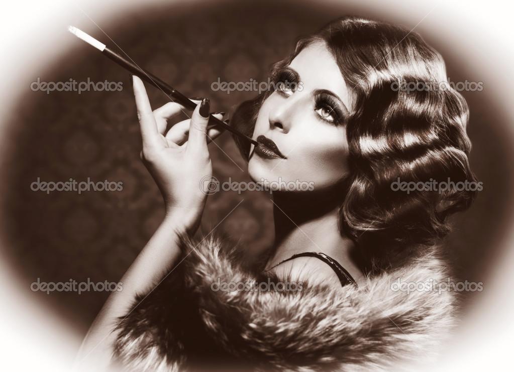 Donna retr di fumare vintage in stile bianco e nero foto for Foto alta definizione bianco e nero