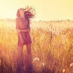 Beauty Girl Outdoor. Teenage Model Girl Posing in Sun Light — Stock Photo
