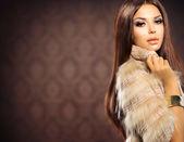 Beauty Fashion Model Girl in Fox Fur Coat — Foto Stock