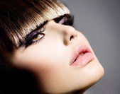 Fringe. Fashion Model Girl With Trendy Hairstyle and Makeup — Stock Photo