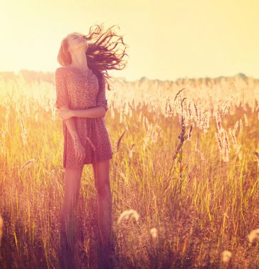 Beauty Girl Outdoor. Teenage Model Girl Posing in Sun Light
