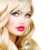 Blonde Woman Portrait. Beautiful Blond Girl with Long Wavy Hair — Stock Photo