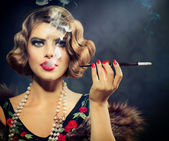 Smoking Retro Woman Portrait. Beauty Girl with Mouthpiece — Stock Photo