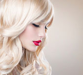Beautiful Blond Girl with Healthy Long Wavy Hair. White Hair — Stock Photo