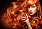 Long Curly Red Hair. Fashion Woman Portrait — Stockfoto
