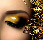 Fashion Glamour Makeup. Holiday Gold Glittering Eyeshadows — Zdjęcie stockowe