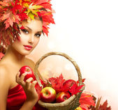 Beauty Autumn Woman with Ripe Red Organic Apples — Fotografia Stock