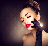Beauty Fashion Glamour Girl Portrait. Vintage Style Girl — Stock Photo