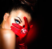 Vintage Style Mysterious Woman Wearing Red Glamour Gloves — Foto de Stock