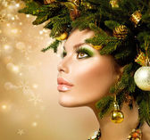 Christmas Woman. Christmas Tree Holiday Hairstyle and Makeup — Foto Stock