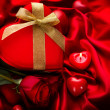 Valentine Red Hear Gift and Red Rose Flower over Red Silk — Stockfoto #40234925