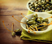 Capers Closeup on Wooden Table — Stock Photo
