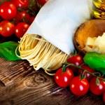 Pasta. Italian homemade spaghetti with parmesan and tomatoes — Stock Photo
