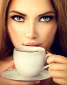 Coffee. Beautiful Sexy Girl Drinking Tea or Coffee — Stock Photo