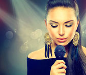 Beautiful Singing Girl. Beauty Woman with Microphone — Stock Photo