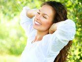 Beautiful Young Woman Outdoor. Enjoy Nature — Stock Photo