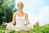 Young Woman doing Yoga Exercises Outdoor — Stock Photo