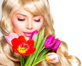 Beauty Woman with Spring Flower bouquet — Stock Photo