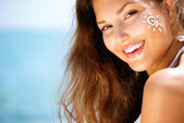Beauty Girl Applying Sun Tan Cream — Stock Photo