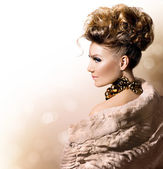 Model girl in luxury fur coat — Stock Photo