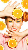 Model girl takes juicy oranges. — Stock Photo