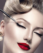Vintage style make-up applying closeup. — Stock Photo