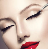 Make-up Applying closeup. Eyeliner — Stock Photo