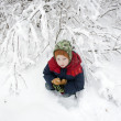 Lonely child sits in the winter under a bush — Foto de Stock