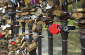 Locks of lovers  on bridge railings — Стоковое фото