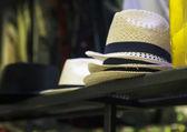 Chapéus em loja — Fotografia Stock