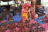 Girl selling fish, Thailand — Stock Photo