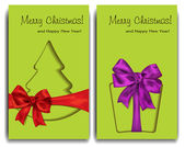 Christmas card with christmas tree, gift box and bows on the green background — Vector de stock