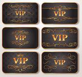 Conjunto de tarjetas vip oro con patrón floral — Vector de stock