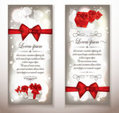 Shiny holiday cards with red bows and gift boxes — Stockvector