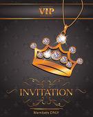 Tarjeta de invitación vip con corona de oro en forma de colgante con diamantes — Vector de stock