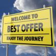 dopravní značka s slovy Vítejte v nejlepší nabídku na pozadí modré oblohy — Stock fotografie