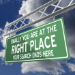 Stockfoto: You are at right place words on road sign green
