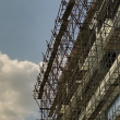 Scaffolding on blue sky background — Lizenzfreies Foto