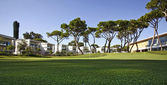 Retirement community condos on a resort golf course — ストック写真