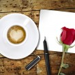 Heart coffee, with pen and notes — 图库照片