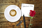 Coffee on Valentines day, wooden table/vintage valentin day back — Stock Photo